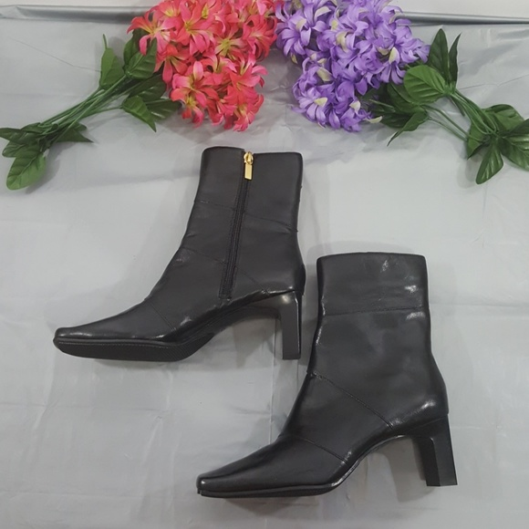 271ef8410eb Liz Flex Boots Size 6.5 Medium